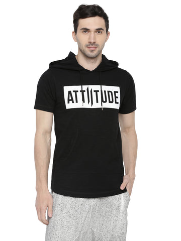 BLACK SLEEVELESS HOODIE WITH SPRAY PRINT.