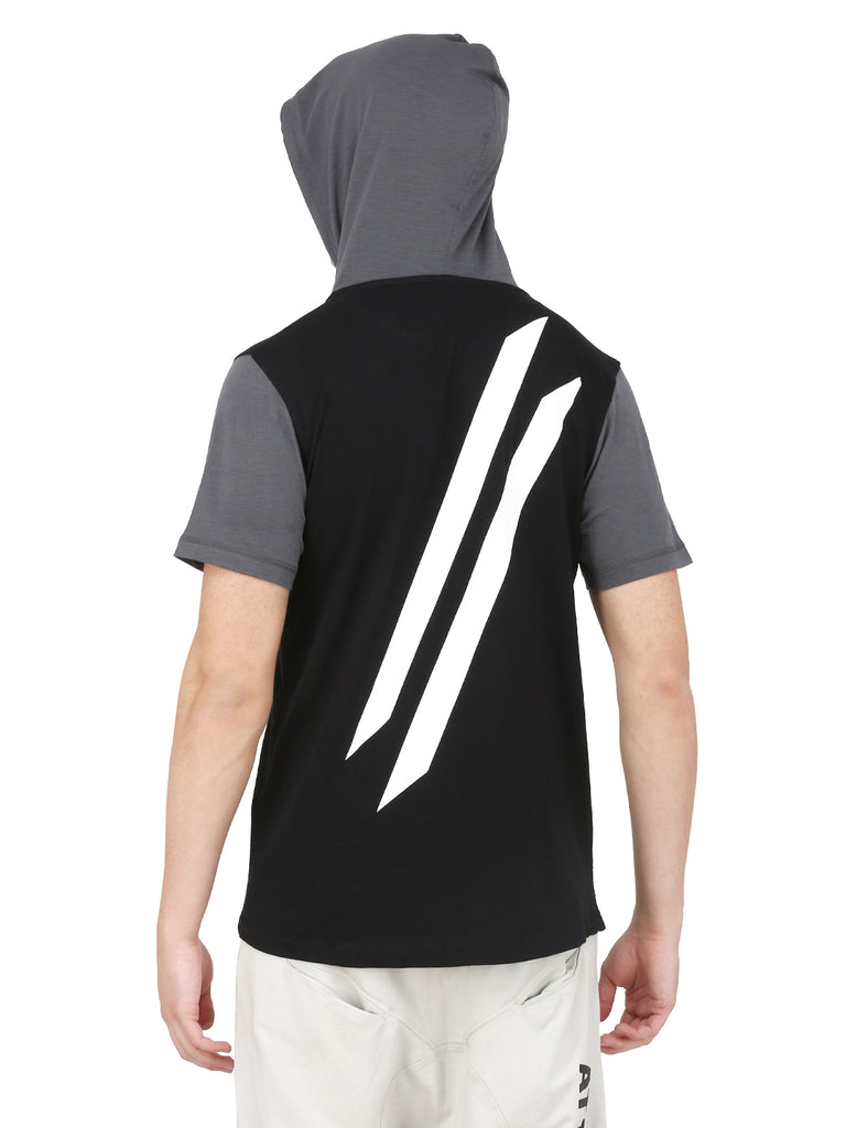 DUAL TONE HOODED T-SHIRT WITH WHITE LOGO.