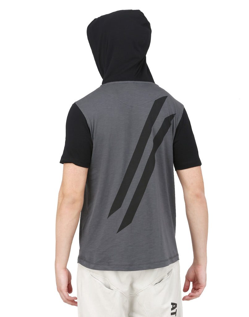 GREY AND BLACK HOODED T-SHIRT AND BLACK CAP