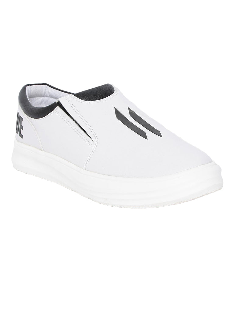 Men Flat Shoe Styled With Double I Logo On Top