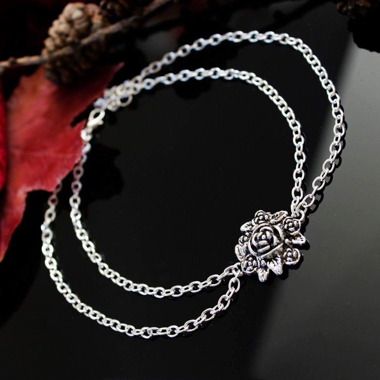 Royal Thorn Choker