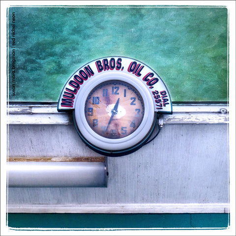 Neon gas station clock at Muldoon Brothers in Lowell, Massachusetts | Susan Mara Bregman | Red Nickel Neon