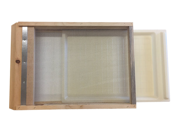 Screened Bottom Board with Plastic Tray