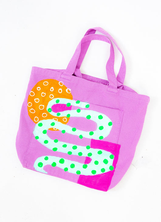 SPIRALING GIANT POCKET TOTE