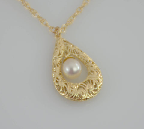 Filigree Necklace. 14K Gold teardrop small pendant. 14K solid gold filigree teardrop with pearl.