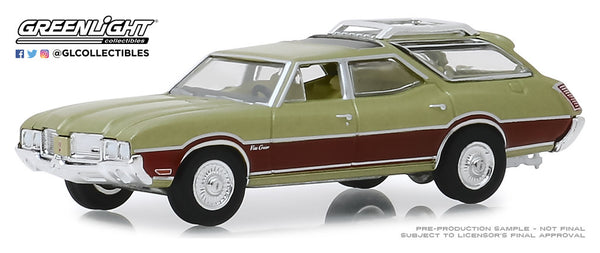 Greenlight 1:64 Estate Wagons Series 4 : 1971 Oldsmobile Vista Cruiser - Palm Green Metallic with Woodgrain