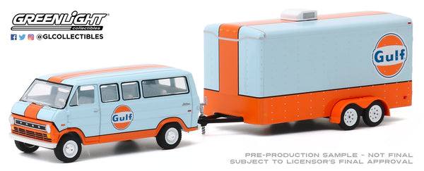 Greenlight 1:64 Hitch & Tow Series 20 - 1972 Ford Club Wagon Gulf Oil with Enclosed Car Hauler