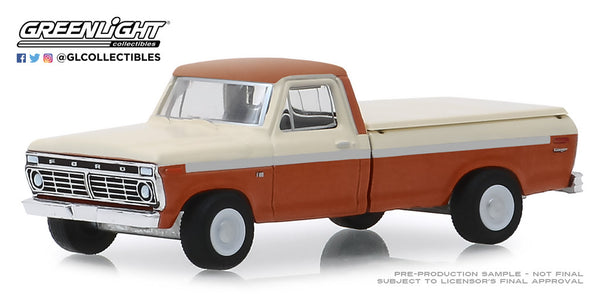 Greenlight 1:64 Blue Collar Collection Series 6 : 1973 Ford F-100 with Bed Cover