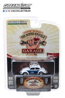 "Greenlight 1:64 Busted Knuckle Garage Series 1 : Classic Volkswagen Beetle with Roof Rack ""Flat Four Specialists"""