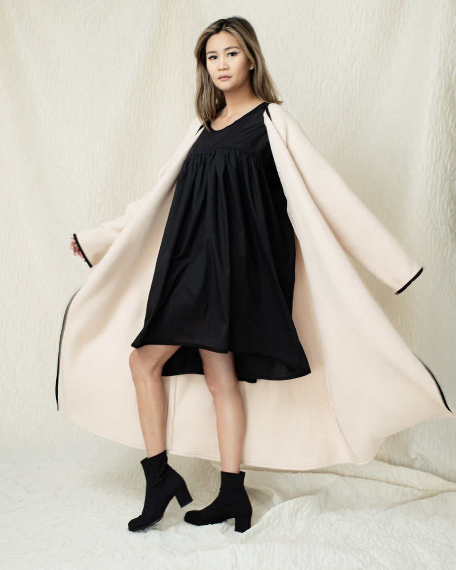 Supersized Flounced Dress in Black