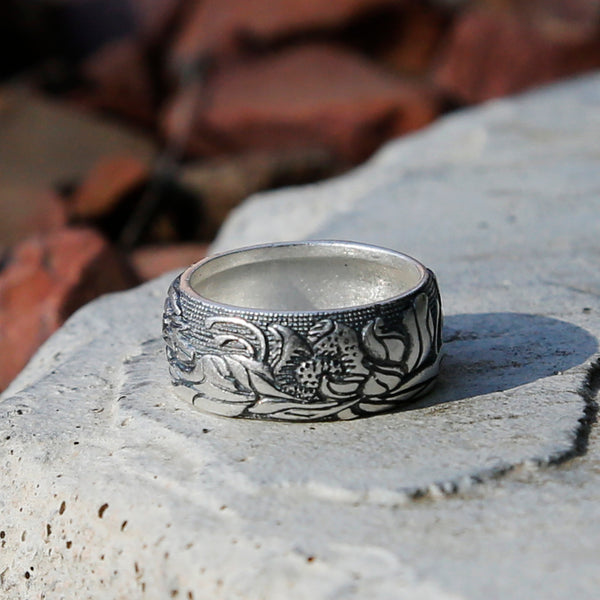 Embossed Lotus Vintage Style Silver Ring, Tibetan Buddhism Ring, Buddhist Prayer Om Ring - ZentralDesigns