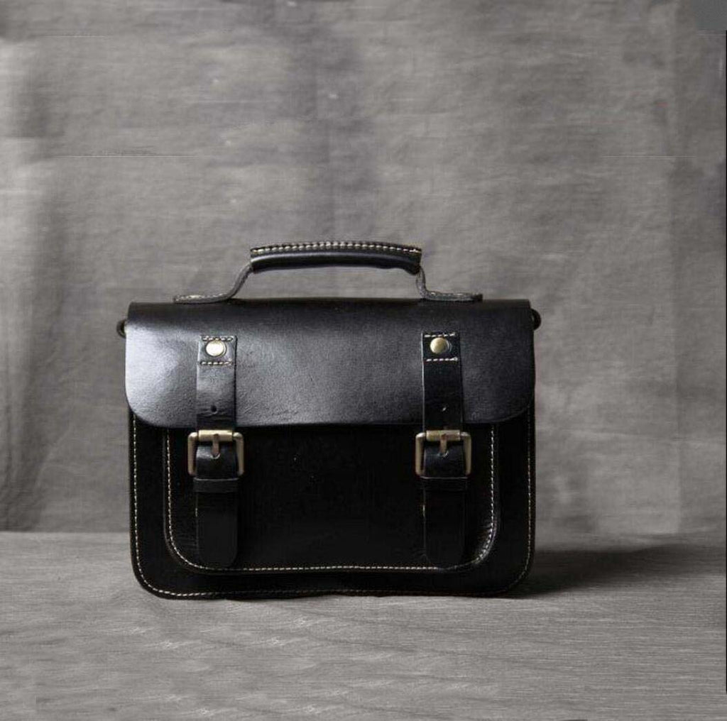 ... Leather Messenger Bag 9a5e98cd76201