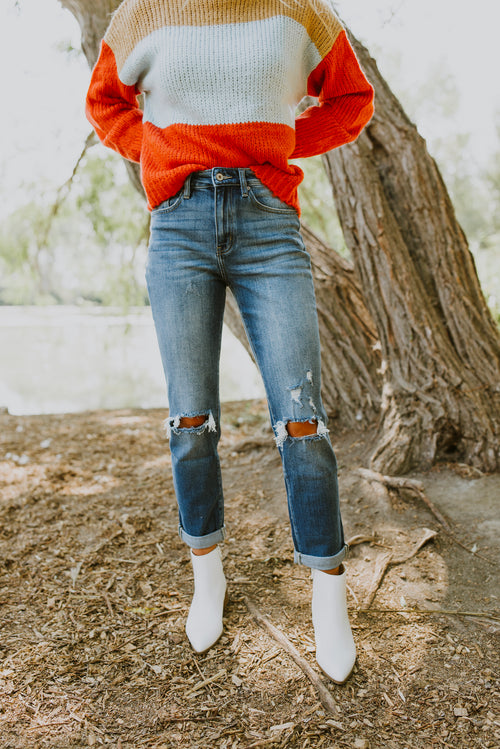 fall outfits ripped boyfriend jeans