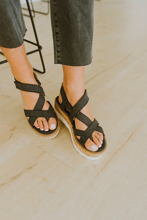 fall outfits strappy platform sandals cork