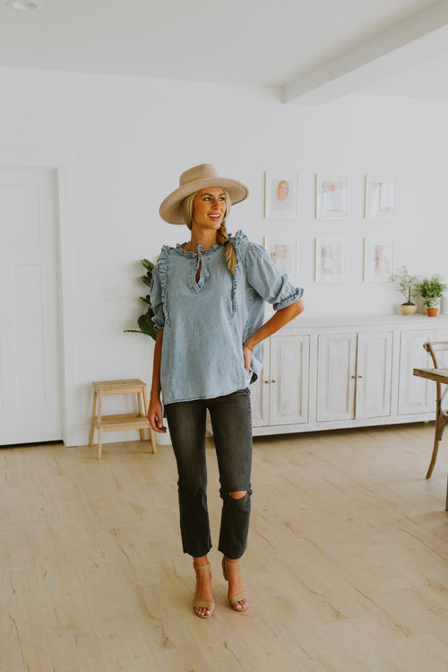 fall outfits denim shirt with puff sleeve