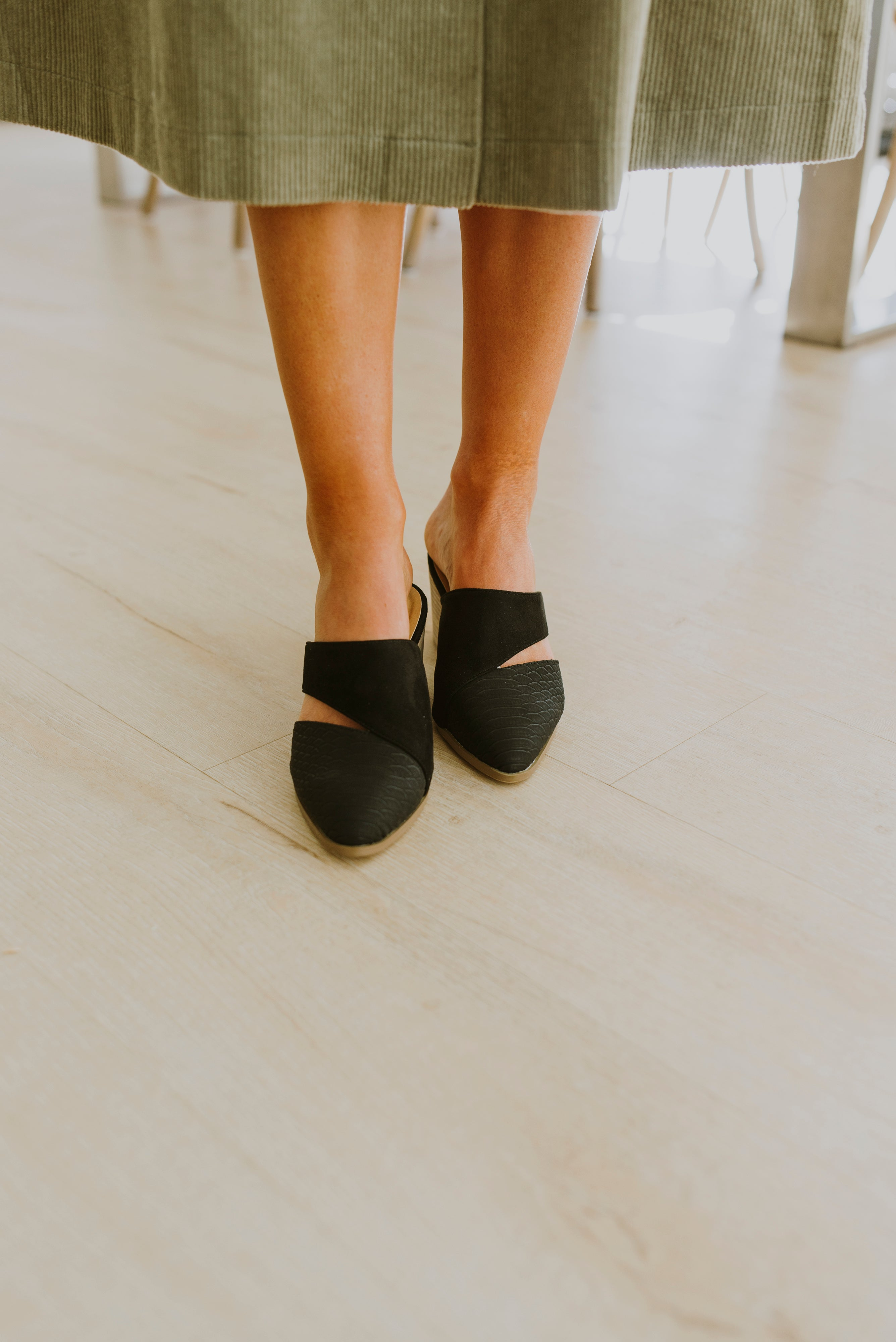 shoes, slides, cute shoes, summer shoes, outfit ideas, outfits, gift ideas, slides, black mules outfit, spring outfits, summer work outfits, mules shoes, slides outfit, trendy shoes, spring outfits, business casual outfits, trendy outfits, casual outfits, teacher outfits, school outfits, teenager outfits, cute fits, cute clothes, date night outfit, brunch outfit, picnic outfit, college outfits, teen outfits, trendy outfit inspo, spring fits, trendy summer outfits