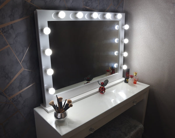 "Hollywood Mirror 42""x30"" With Stand - White"