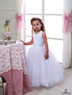 AMAZING SLEEVELESS WHITE THREE QUARTERS LENGHT GIRLS DRESS FOR WEDDING