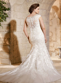 ALLURING WHITE FLOOR LENGTH WEDDING DRESS