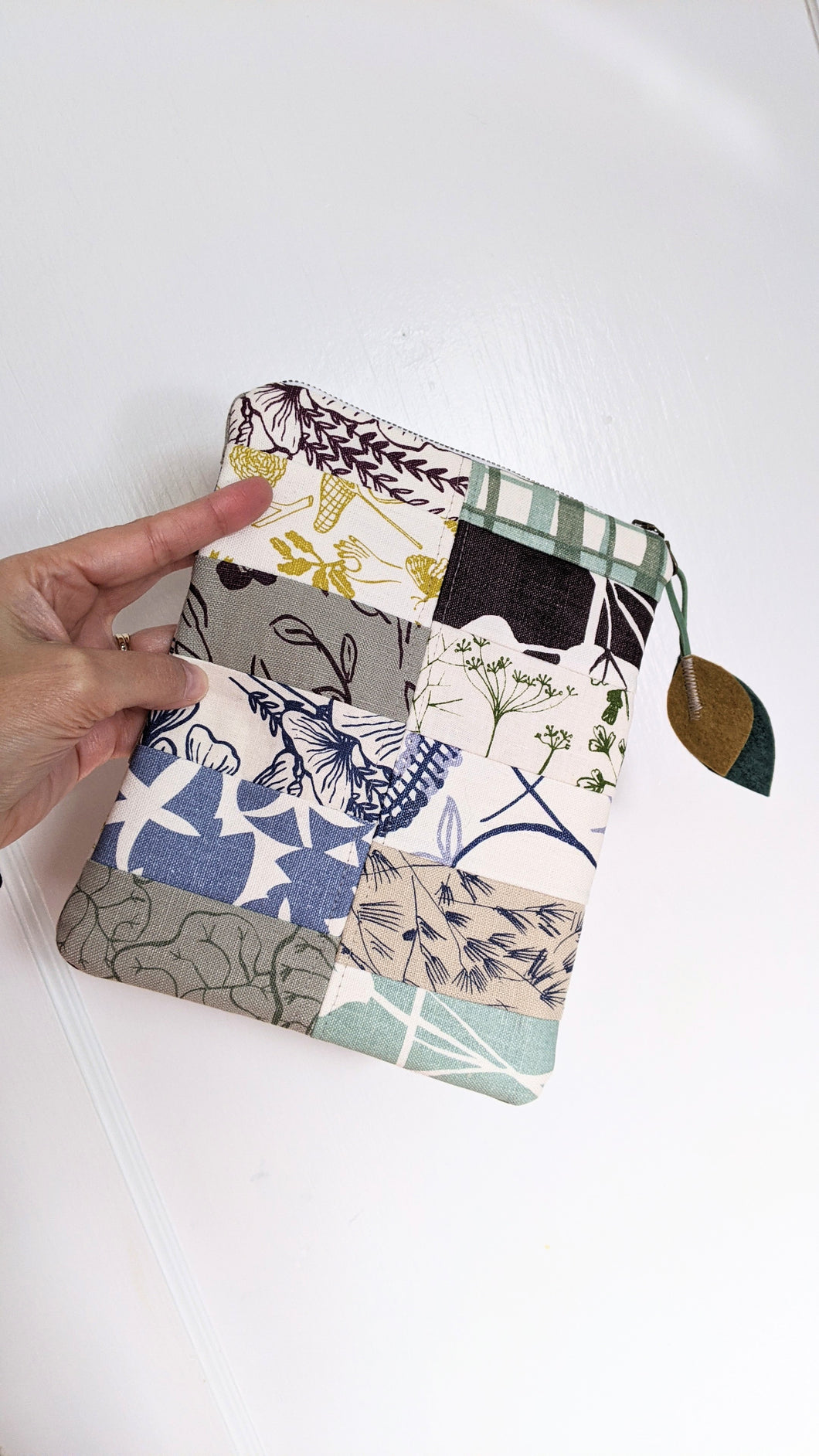 Top Loading Zippered Pouch - Floral