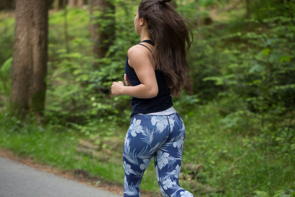woman leggings that stay in place