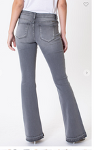 Load image into Gallery viewer, Kan Can mid-rise flare jean