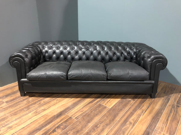 early 20thc black leather chesterfield sofa robinson of england. Black Bedroom Furniture Sets. Home Design Ideas