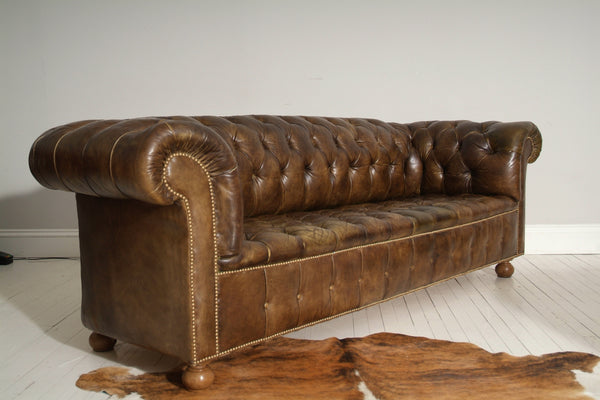 EARLY 20THC ANTIQUE CHESTERFIELD SOFA, CIRCA 1930, ORIGINAL LEATHER