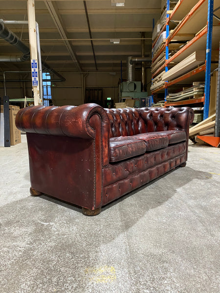 A Very Good Chesterfield Sofa in Wine