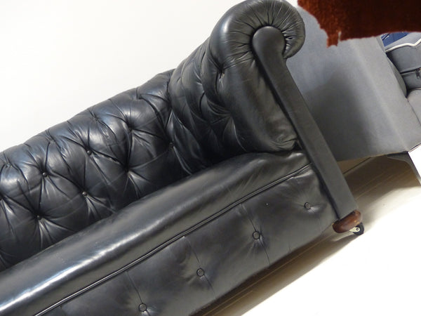 EARLY TWENTIETH CENTURY ANTIQUE CHESTERFIELD IN BLACK