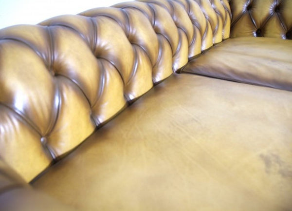 WILMINGTON CHESTERFIELD SOFA : GOLDEN TAN