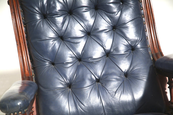 Fully buttoned chesterfield seat