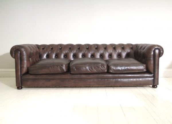 BLUHME CHESTERFIELD SOFA : RICH OAK