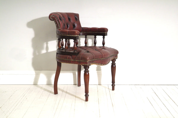 VINTAGE OFFICERS CHAIR IN OXBLOOD