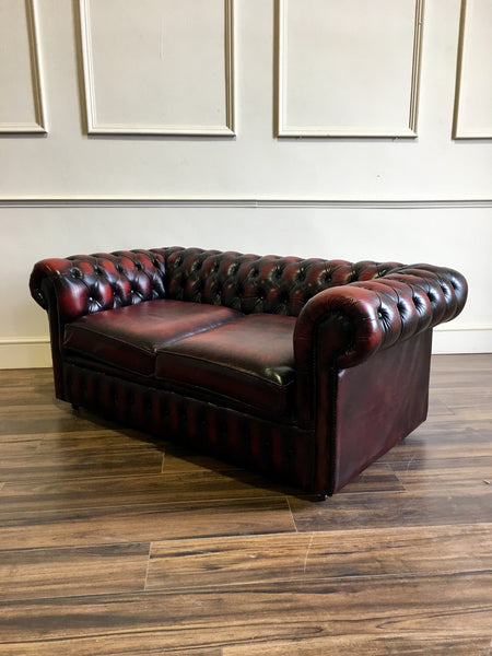 A Great Little 2 Seater Leather Chesterfield in Lovely Condition