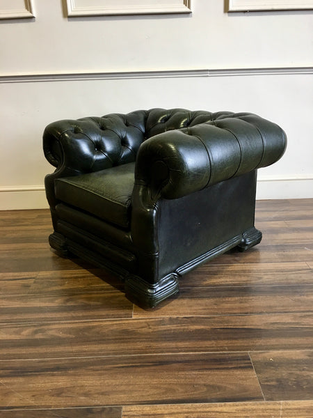 A Very Elegant Leather Chesterfield Club Armchair in Rich Forest Green