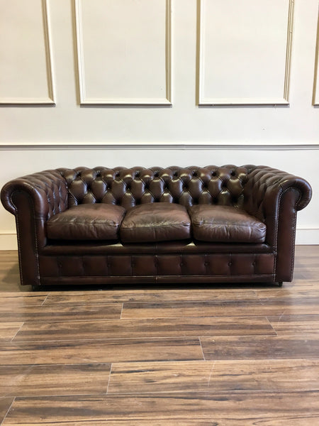 Excellent Twice Loved Leather Chesterfield in Chocolate Brown