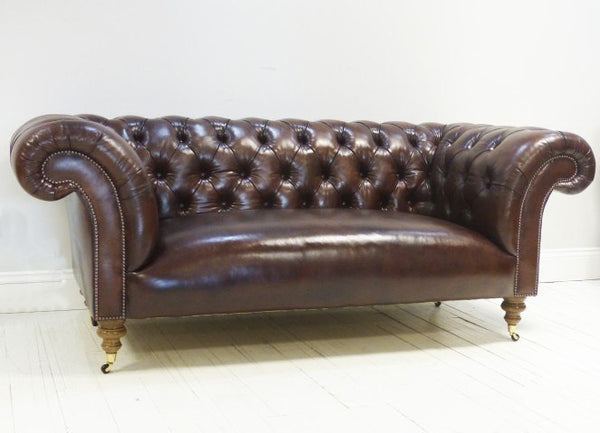 THE PALMERSTON CHESTERFIELD SOFA : WALNUT