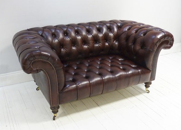 THE NEWCASTLE CHESTERFIELD SOFA : UMBER BROWN
