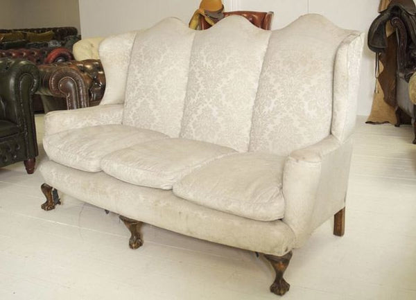 AN EARLY TWENTIETH CENTURY ANTIQUE QUEEN ANNE SOFA