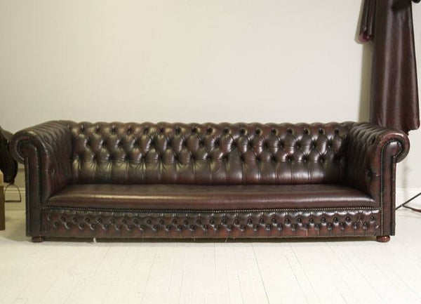 TRADITIONAL CHESTERFIELD : FOUR SEATER SOFA IN DEEP RED WINE