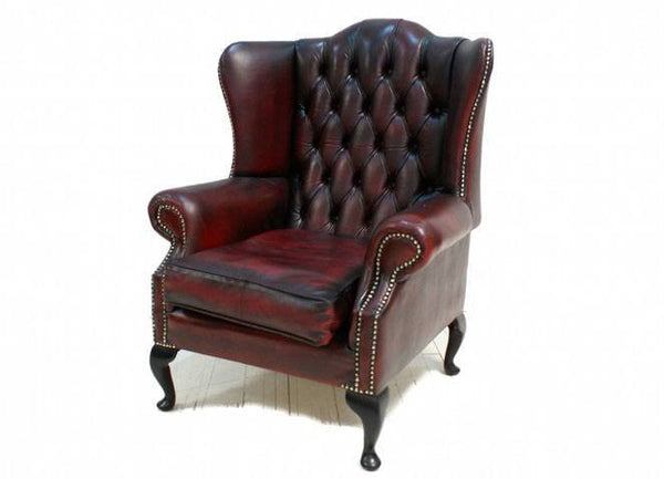 A LOVELY RICH WINE SECOND HAND LEATHER CHESTERFIELD WING BACK CHAIR