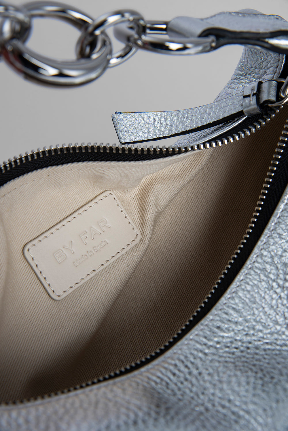 Bougie Silver Flat Grain Leather