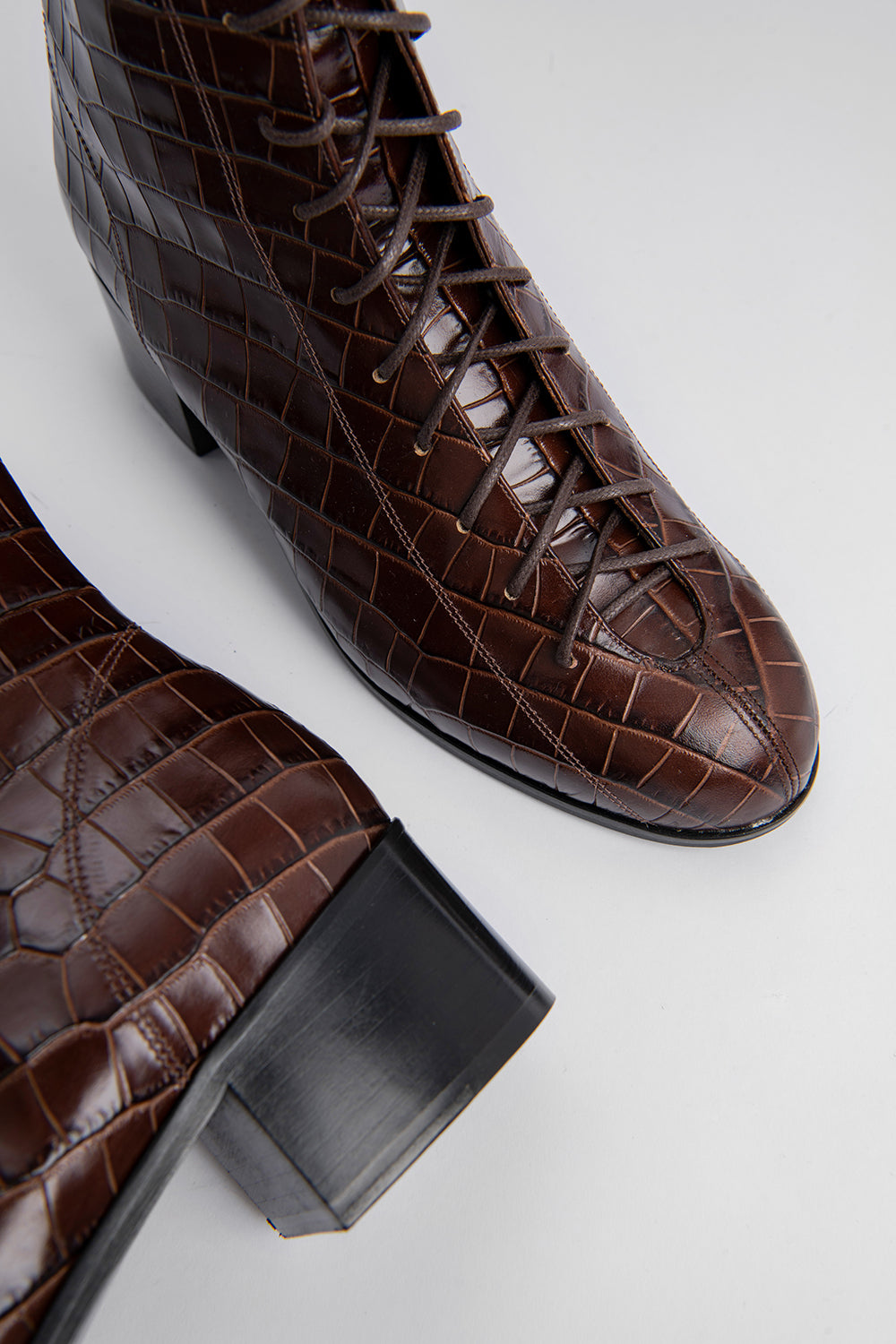 Bota Nutella Croco Embossed Leather