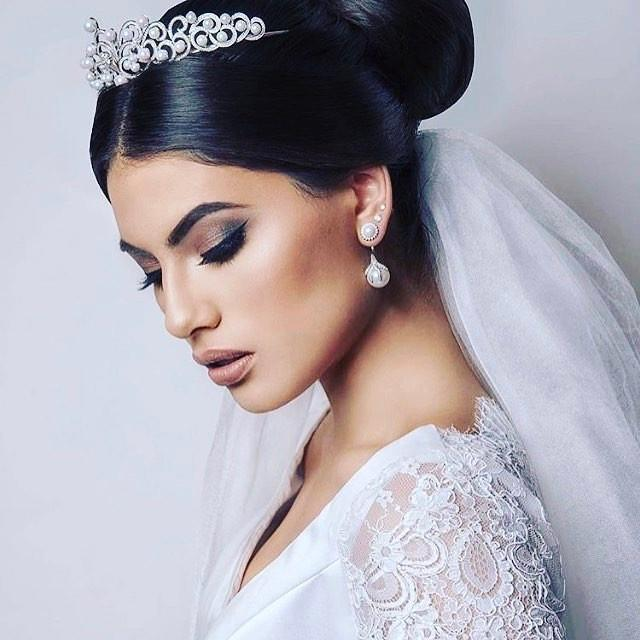 Beautiful bride #withflayr #hairandmakeup #hairandmakeupartist #makeupartist #hmua #mua #makeupartist #mobilehairstylist #mobilemakeupartist #hairstylist #bridal #bridalhair #bridalmakeup #beauty #eyes #eyeshadow #lipstick #amanda_a #hudabeauty #fashion #love #photooftheday #melbournemakeupartist #melbournemua #makeupaddict