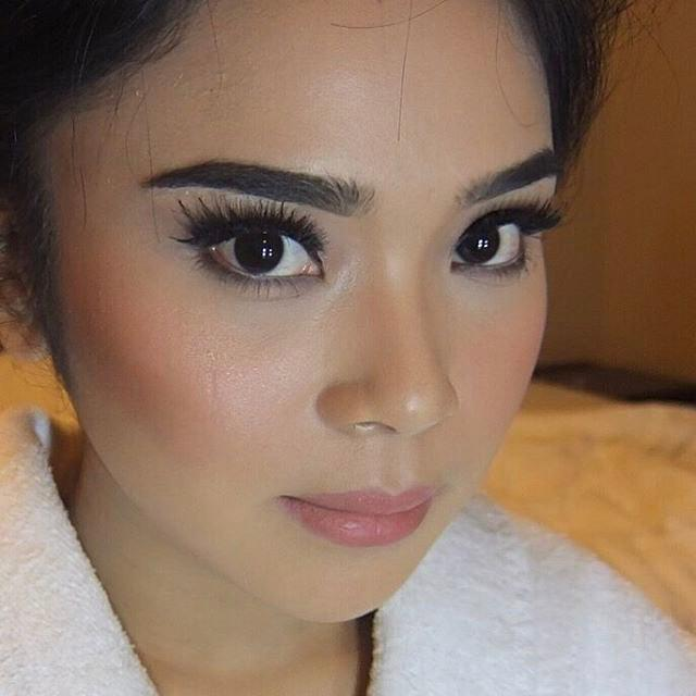 Stunning #withflayr #hairandmakeup #hairandmakeupartist #hmua #mua #mobilehairstylist #mobilemakeupartist #bridal #eyes #eyeshadow #lashes #lips #wisty_s #hudabeauty #love #instagood #pictureoftheday #fashion #art #sydneymua #sydneymakeupartist #sydneyhairstylist