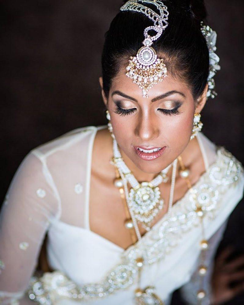 Absolutely breathtaking, Flayr now providing services for South Asian brides #withflayr #srilankanbride #hairandmakeup #bridalmakeup #bride #hairstyles #hairstylist #hmua #hairandmakeup #beauty #makeup #eyeshadow #lashes #jewelry #goldeyeshadow #mua #southasianbride #indy_m #bridal
