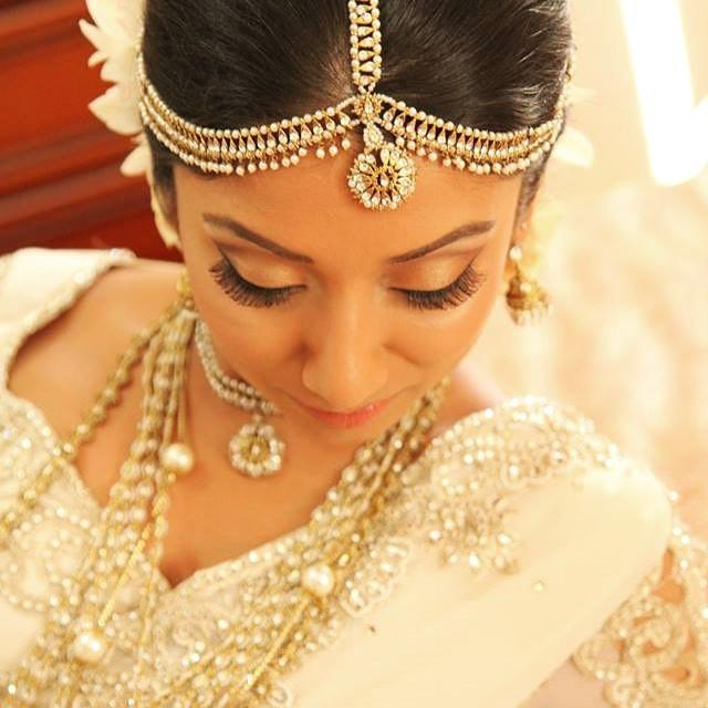 Perfection #withflayr #srilankanbride #bride #hmua #hairstylist #hairstyles #makeup #makeupartist #bridalmakeup #bridalhair #hairandmakeupartist #beauty #lashes #eyeshadow #mua #indy_m #bridal