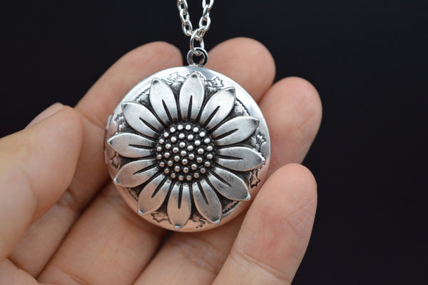 Wholesale 5pcs Sunflower Aromatherapy Diffusing Locket