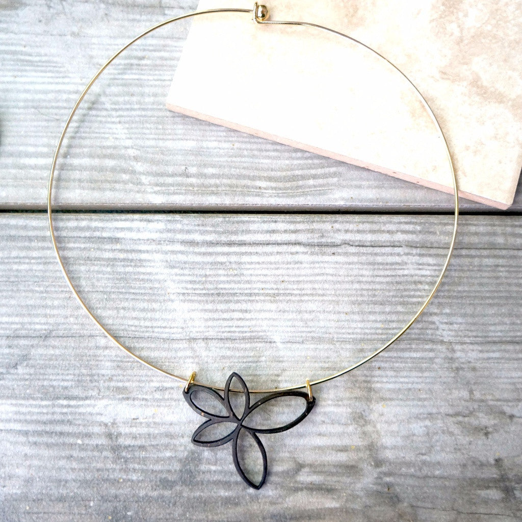 Laser Cut Flower Necklace - fifthandmaple